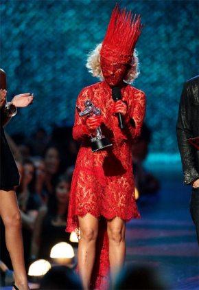 lady-gaga-recibiendo-el-premio-mtv-vma
