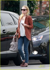 INF - Kate Bosworth emanates a relaxed retro style whilst out and about in Hollywood.