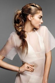 15-chic-and-easy-windy-weather-hairdos-12