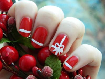 Decoracion-de-uñas-navideña-en-rojo-y-blanco