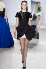 giambattista-valli-spring-2014-couture-runway-12_164823683650