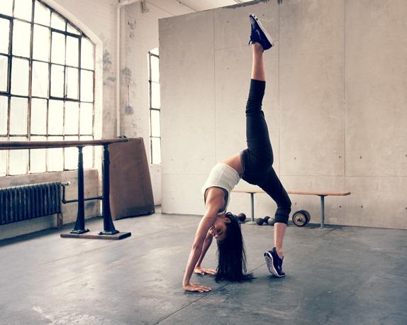 Nike-Free-TR-pose